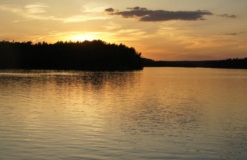 Sunset at Ebel's Voyageur Houseboats.