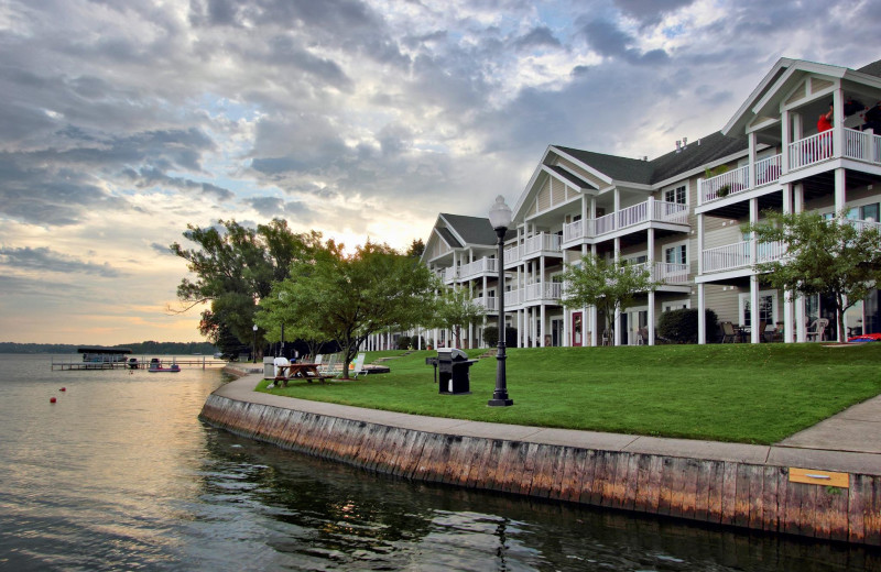Exterior view of Sunset Shores Resort.