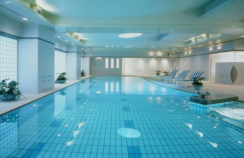 Indoor pool at Dai-ichi Hotel Tokyo.