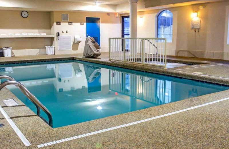 Indoor pool at Comfort Suites Stevensville - St. Joseph.