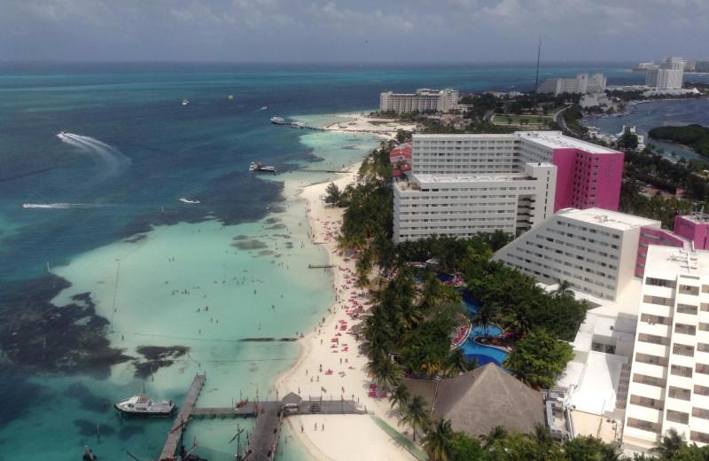 Exterior view of Grand Oasis Caribbean Resort.