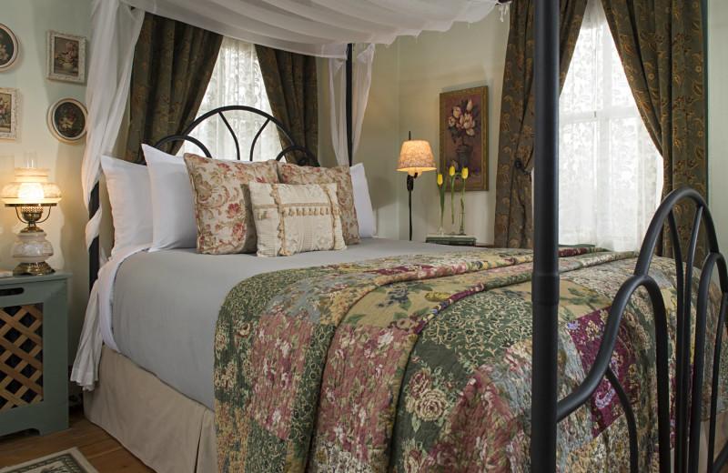 Guest room at 1825 Inn Bed & Breakfast