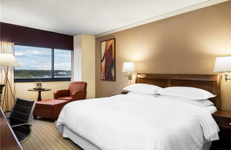 Guest Room at Sheraton Edison Hotel Raritan Center