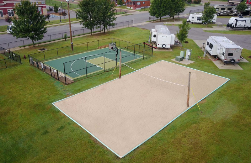 Volleyball and tennis court at Yogi Bear's Jellystone Park Memphis.