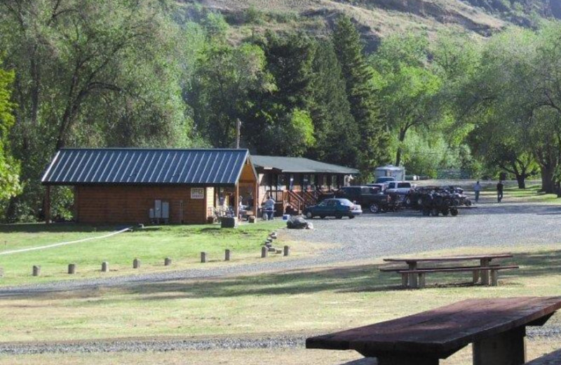 Lodging at Hells Canyon Jet Boat Trips