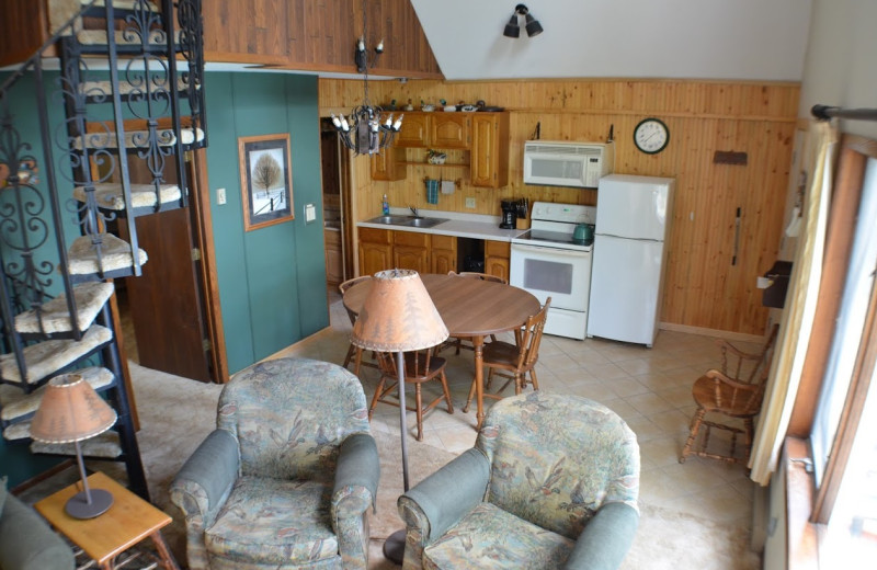 Guest living room at Curriers Lakeview Lodge.