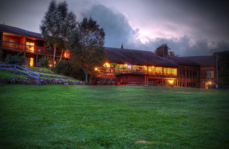 Exterior view of Lakewoods Resort.