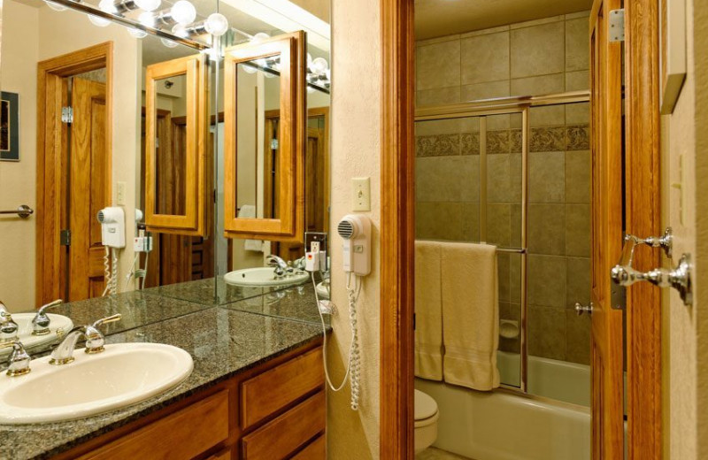 Guest bathroom at The Crestwood.