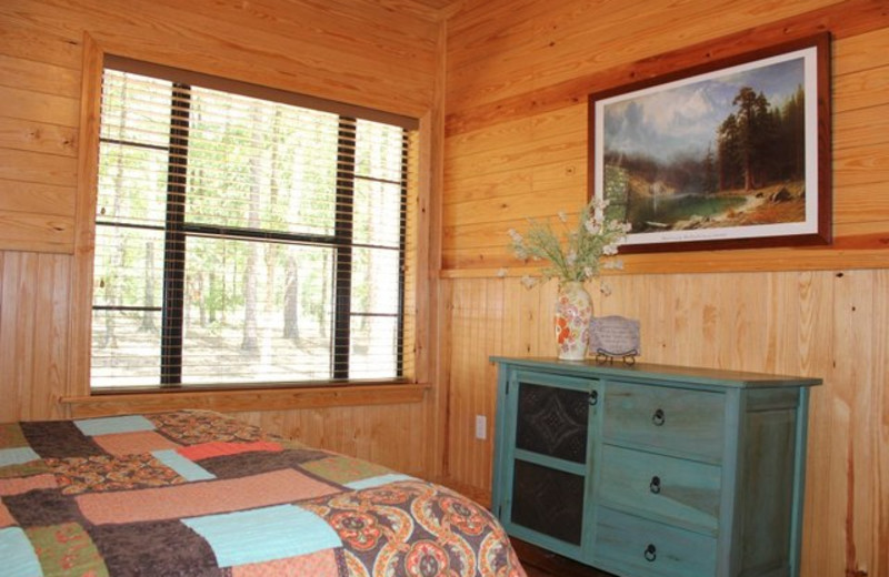 Cabin bedroom at Beavers Bend Getaway.