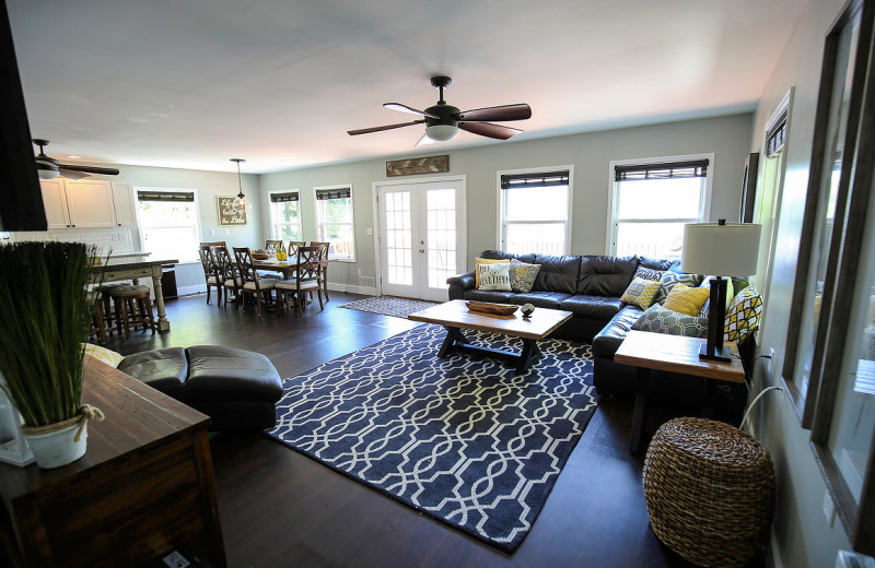 ... Rental Living Room At Vacation Rentals By ...