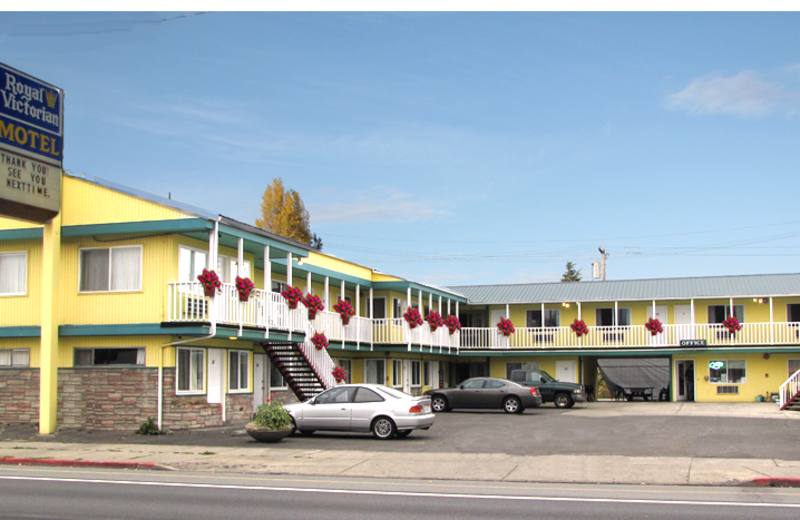 Exterior view of Royal Victorian Motel.