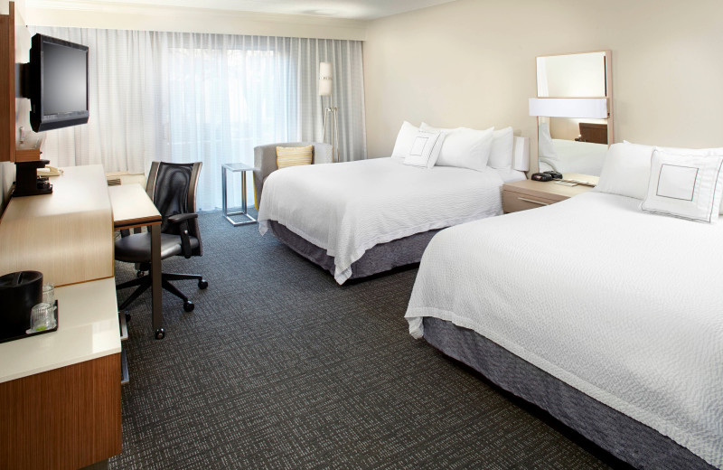 Guest room at Courtyard Lansing.