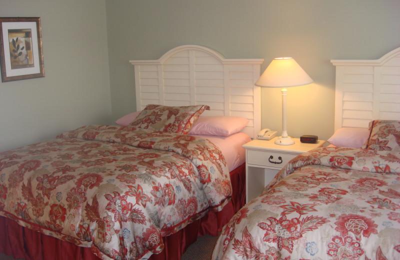 Guest room at OgunquitHotels.net.