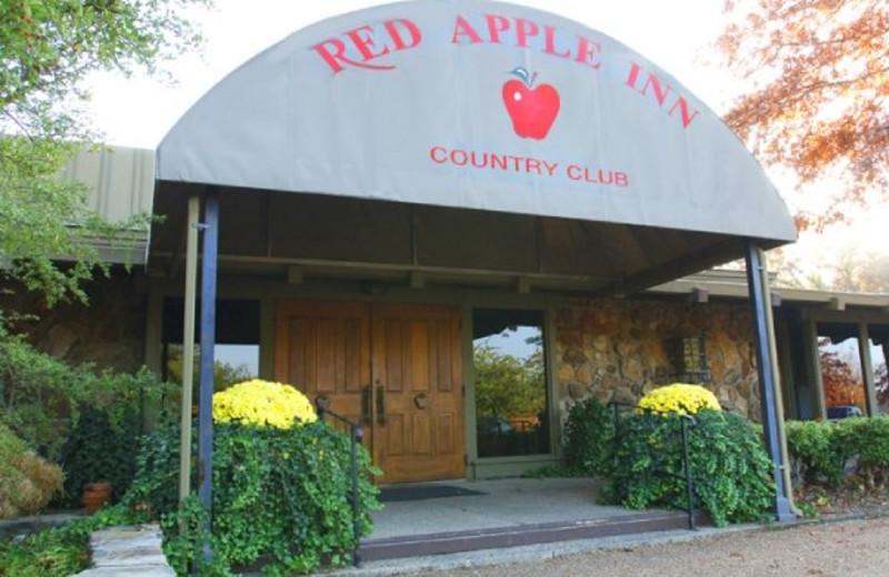 Entry to Inn at Red Apple Inn