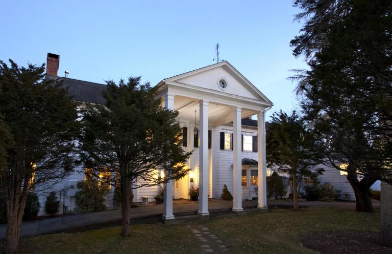 Exterior view of Applegate Inn.