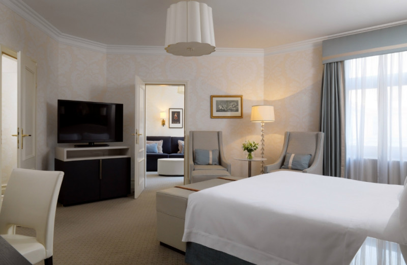 Guest room at Le Royal Meridien Bristol.