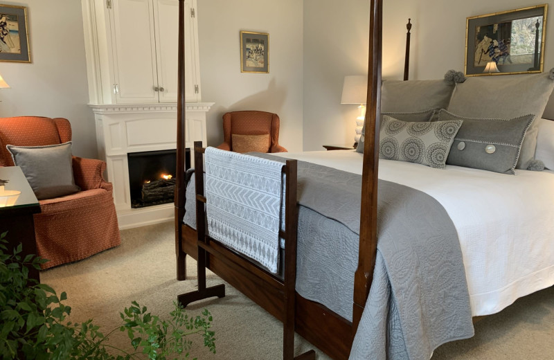 Guest room at 1795 Acorn Inn Bed and Breakfast.