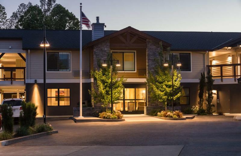Exterior view of Best Western Plus Stevenson Manor.