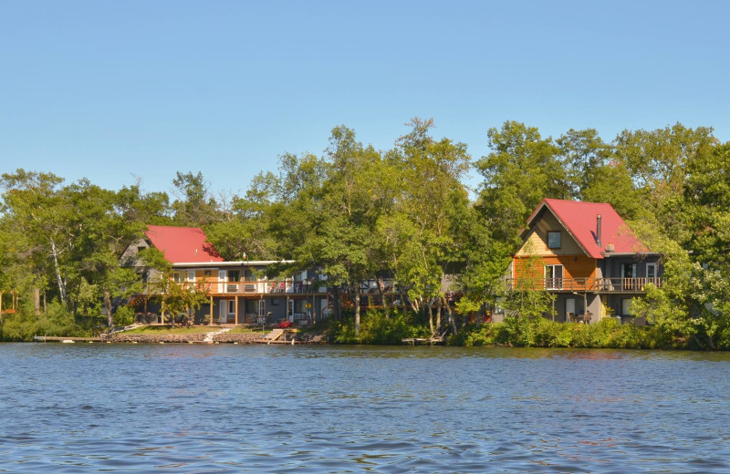 Exterior view of Curriers Lakeview Lodge.