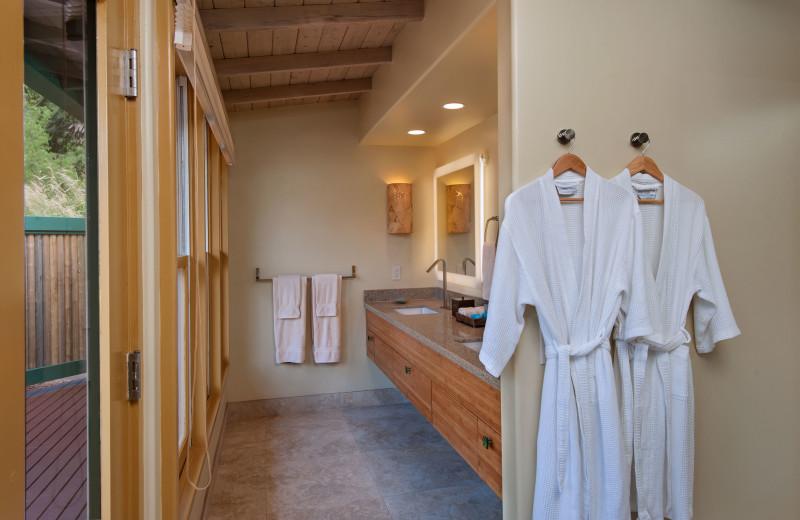 Guest bathroom at Travaasa Hana.