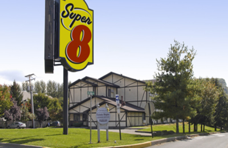 Entrance to the Super 8 Motel of East Stroudsburg
