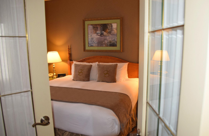 Guest room at Stone Gate Inn.