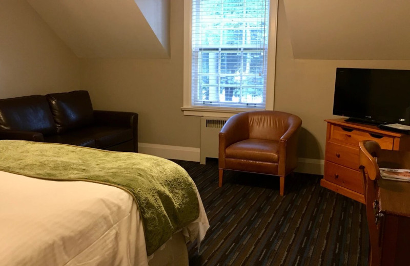Guest room at Sherwood Inn.