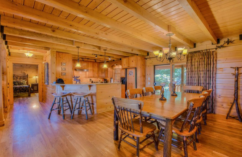 Cabin living room at Smoky Mountain Retreat Realty.