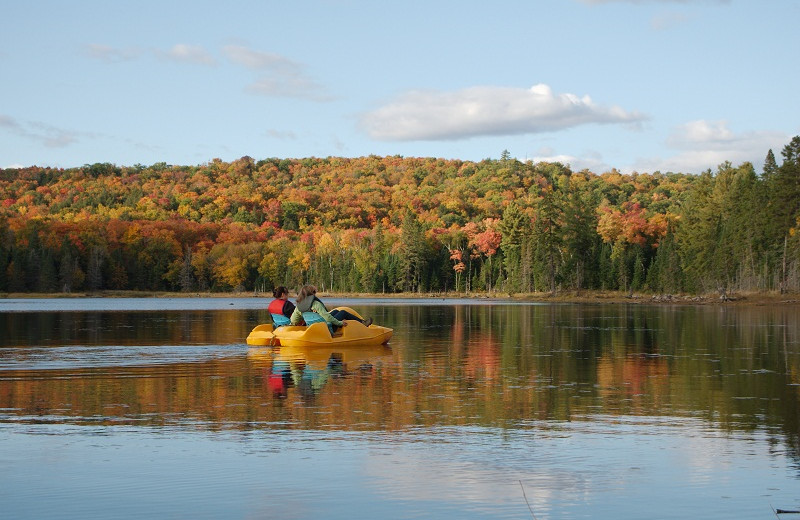 Lake activities at Algonquin Eco-Lodge.