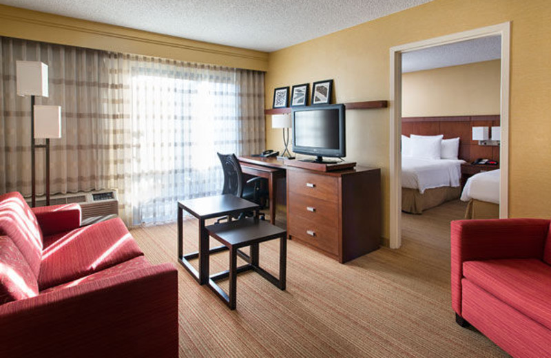 Guest room at Courtyard by Marriott Huntington Beach Fountain Valley.