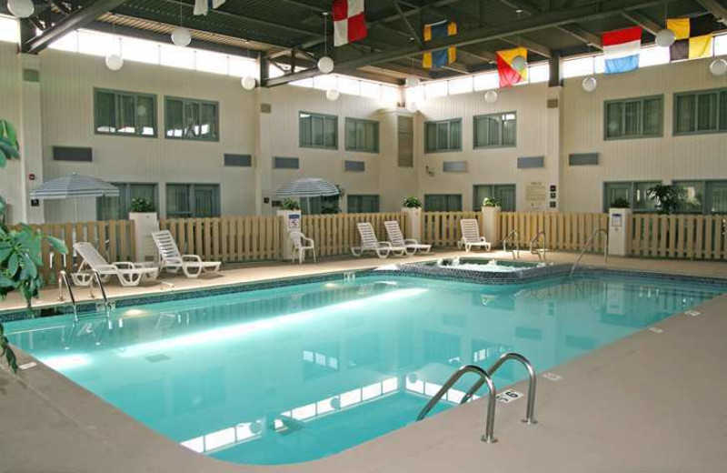 Indoor pool at Baymont Inn & Suites Southfield.