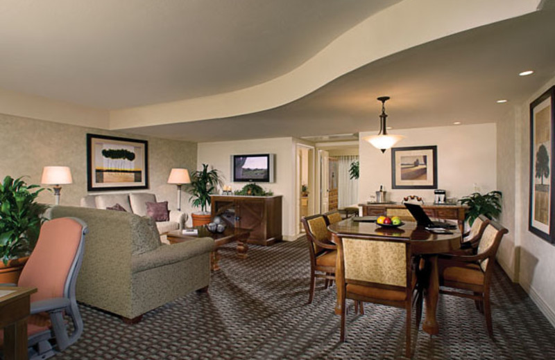 Guest Suite at Pointe Hilton Tapatio Cliffs Resort