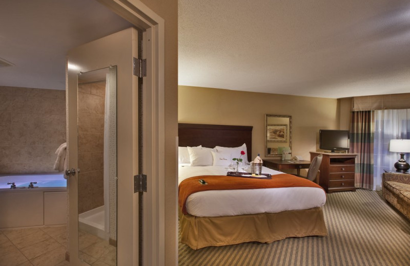 Whirlpool guest room at Lancaster DoubleTree Resort by Hilton.
