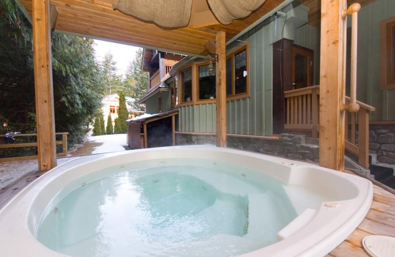 Hot tub at Alpine Chalet Whistler Inn.