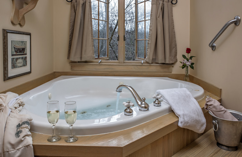 Guest Jacuzzi tub in the MacDonald Master Suite at Glenlaurel, A Scottish Inn