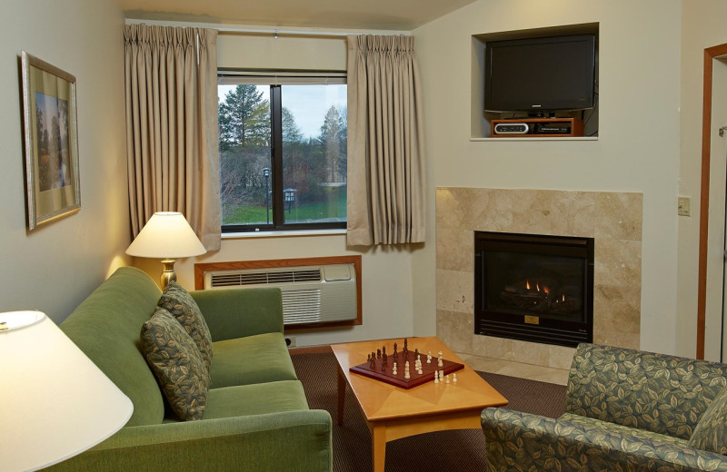 Guest living room at Timber Ridge Lodge & Waterpark.