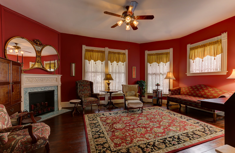 Library at C.W. Worth House Bed & Breakfast.