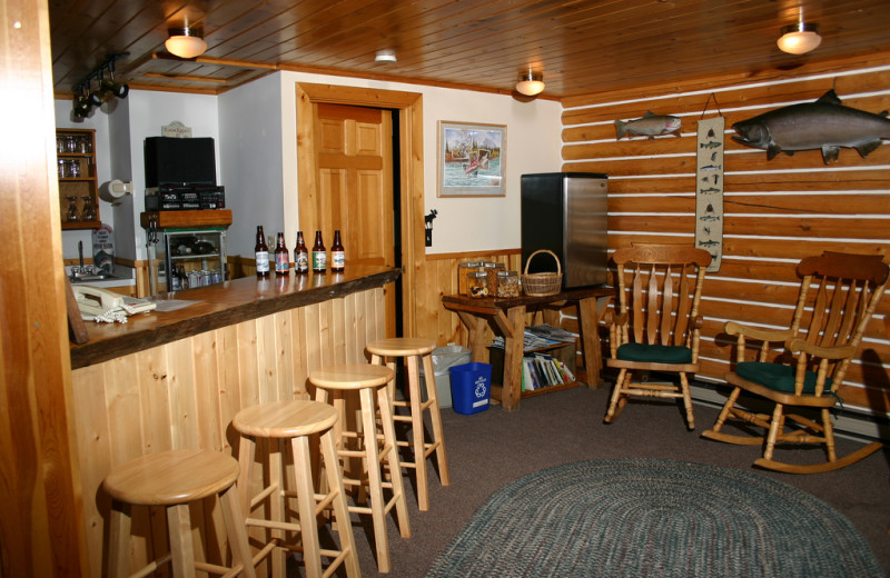 Bar and dining area at Kenai Riverside Lodge.