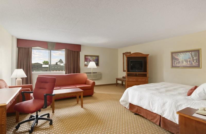 Guest room at Baymont Inn & Suites Warren.