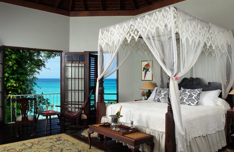 Rental bedroom at Bluefields Bay Villas.