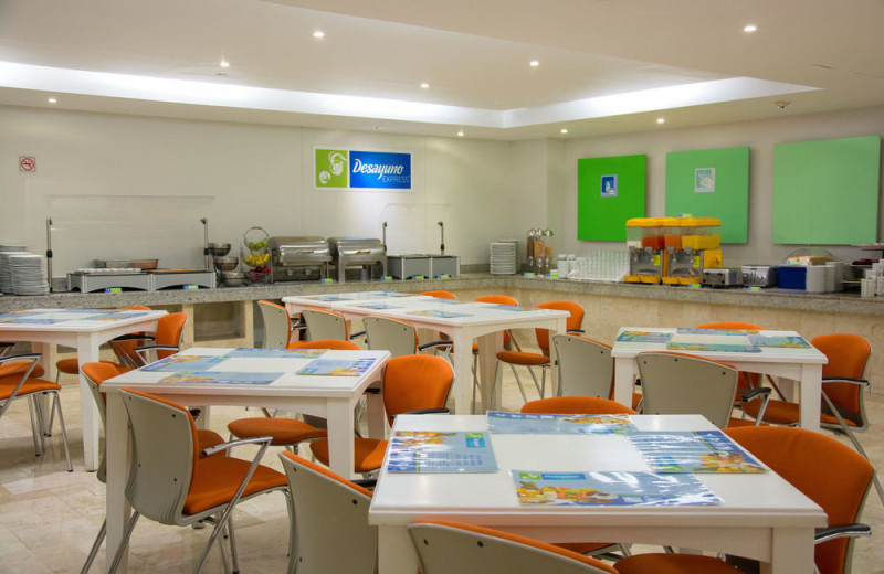 Dining at Holiday Inn Express Hotel and Suites Mexico City at WTC.