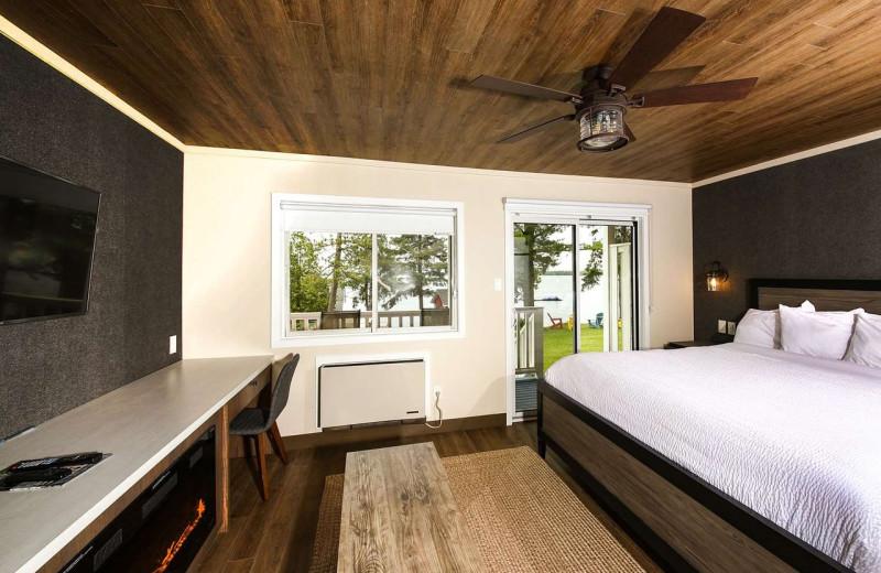 Guest room at Bayview Wildwood Resort.