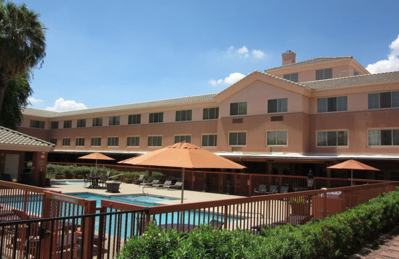 Pool at Country Inn & Suites By Carlson Scottsdale.