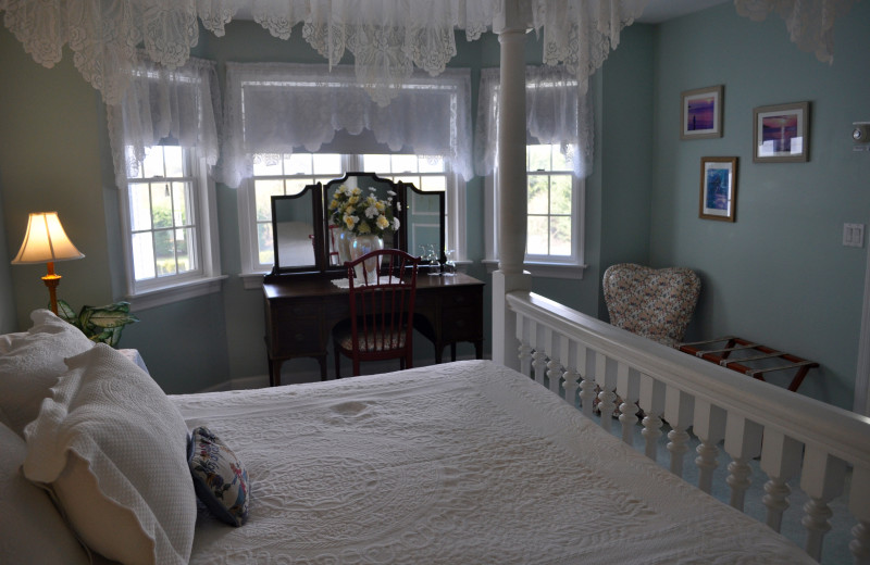 Guest room at A Victorian On The Bay.