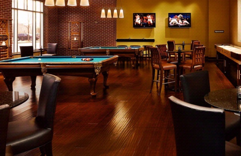 Pool table and bar at The Chattanoogan.