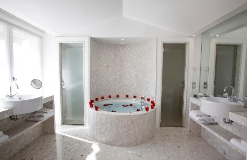 Bathroom at Hotel De Sers.
