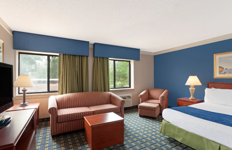 Guest room at Baymont Inn