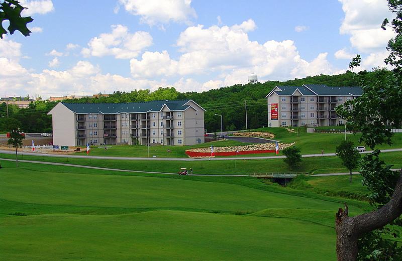 Exterior view of Thousand Hills Golf Resort.