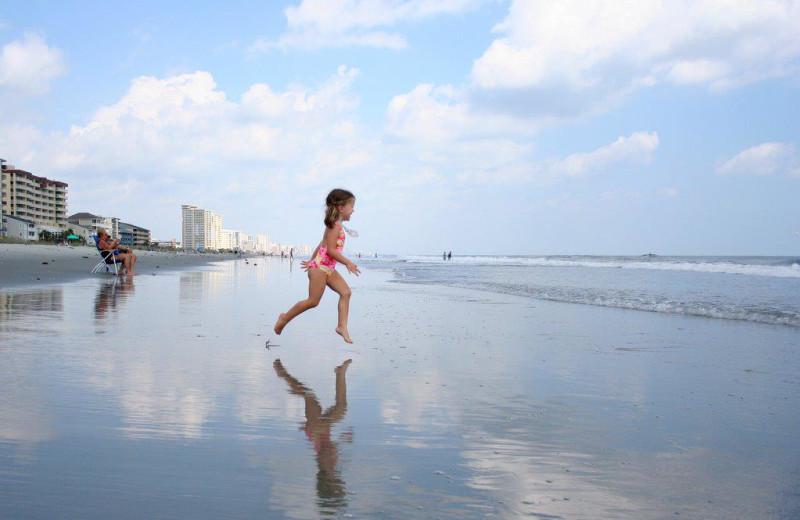Kid on beach at MyrtleBeachVacationRentals.com.