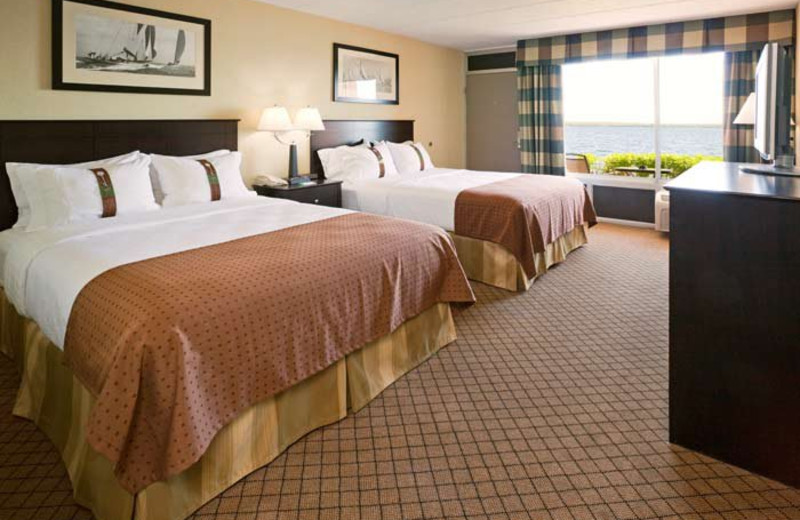 Guest room at Holiday Inn Detroit Lakes.